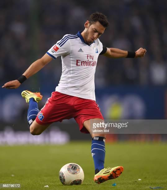 FUSSBALL BUNDESLIGA Hamburger SV Greuther Fuerth Hakan Calhanoglu zieht ab