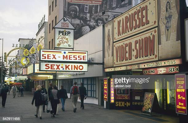 Reeperbahn / St Pauli mit diversen Angeboten für Sexshows 'Karussel VideoShow' 'SexMesse / SexKino' und 'Peep LiveShow'
