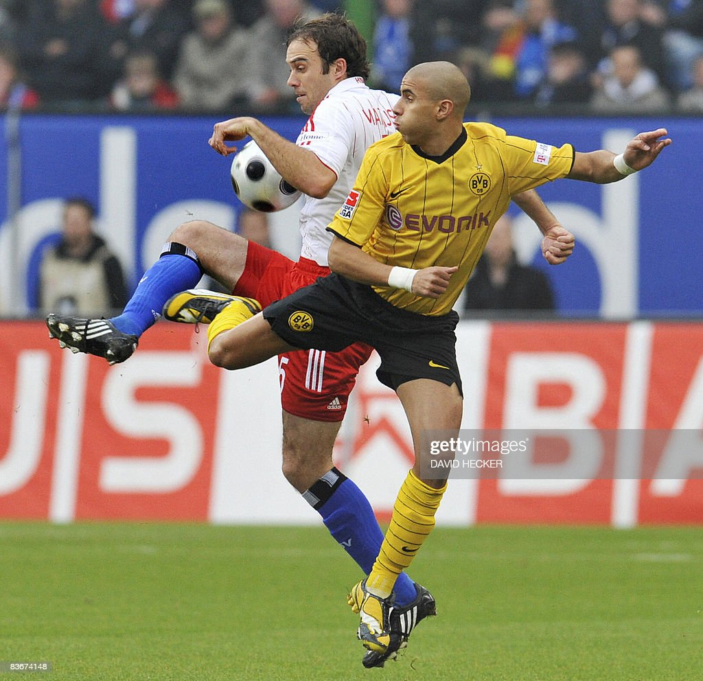 DFL. Hamburg's Dutch defender Joris Mathijsen (L) and Dortmund's Egyptian forward Mohamed Zidan vies for the ball during the German first division Bundesliga football match Hamburg SV vs Borussia Dortmund on November 8, 2008 in the northern German city of Hamburg. AFP PHOTO DDP / DAVID HECKER GERMANY OUT