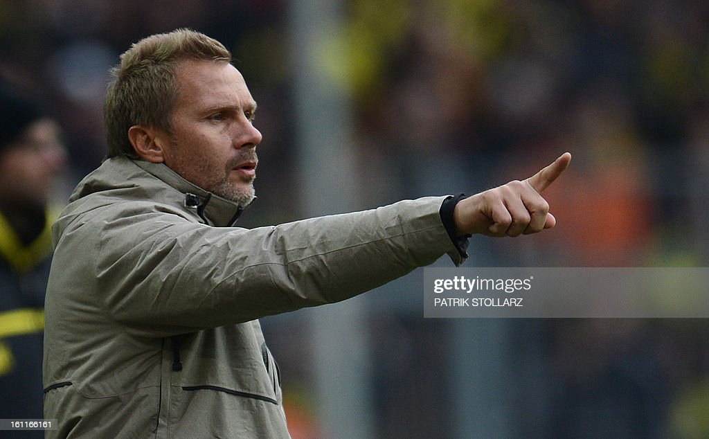 Hamburg's head coach Thorsten Fink reacts during the German first division Bundesliga football match Borussia Dortmund vs Hamburger SV in Dortmund, western Germany, on February 9, 2013. Hamburg won 1-4.