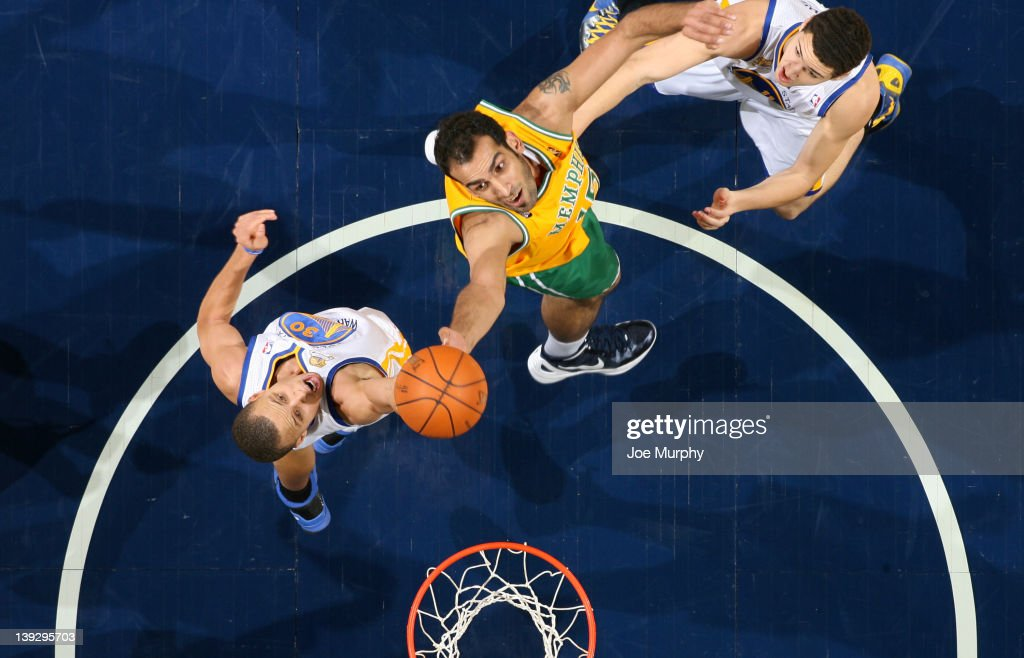 <a gi-track='captionPersonalityLinkClicked' href=/galleries/search?phrase=Hamed+Haddadi&family=editorial&specificpeople=5544688 ng-click='$event.stopPropagation()'>Hamed Haddadi</a> #15 of the Memphis Grizzlies rebounds against Stephon Curry #30 of the Golden State Warriors on February 18, 2012 at FedExForum in Memphis, Tennessee.