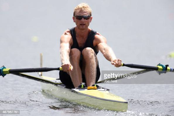Hamish Bond of the New Zealand Summer Squad competes in the final of the men's premier single sculls during the North Island Club Championships at...