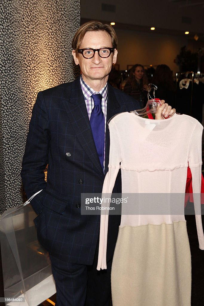 <a gi-track='captionPersonalityLinkClicked' href=/galleries/search?phrase=Hamish+Bowles&family=editorial&specificpeople=217532 ng-click='$event.stopPropagation()'>Hamish Bowles</a> attends Fashion For Sandy Relief at Metropolitan Pavilion on November 15, 2012 in New York City.