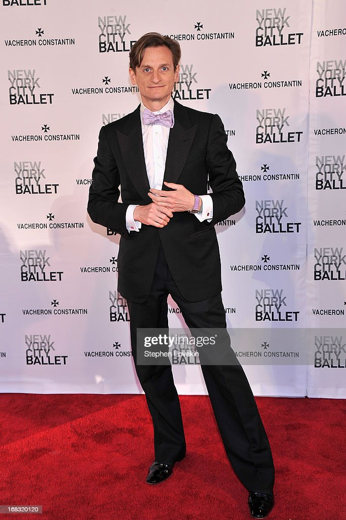 <a gi-track='captionPersonalityLinkClicked' href=/galleries/search?phrase=Hamish+Bowles&family=editorial&specificpeople=217532 ng-click='$event.stopPropagation()'>Hamish Bowles</a> attends New York City Ballet's Spring 2013 Gala at David H. Koch Theater, Lincoln Center on May 8, 2013 in New York City.