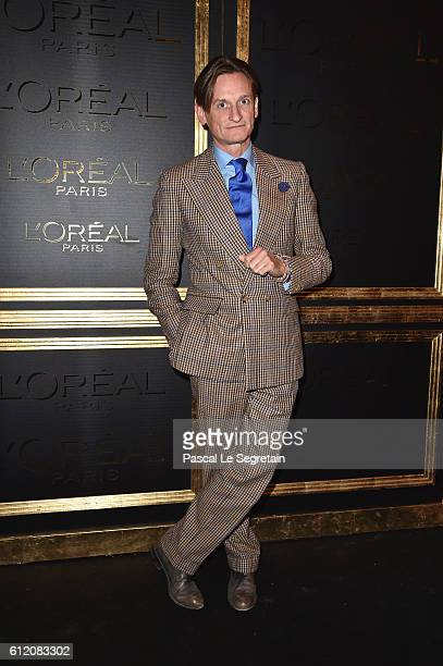 Hamish Bowles attends the Gold Obsession Party L'Oreal Paris Photocall as part of the Paris Fashion Week Womenswear Spring/Summer 2017 on October 2...