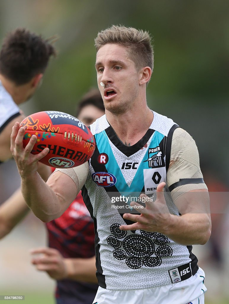 <a gi-track='captionPersonalityLinkClicked' href=/galleries/search?phrase=Hamish+Hartlett&family=editorial&specificpeople=6921726 ng-click='$event.stopPropagation()'>Hamish Hartlett</a> of Port Adelaide controls the ball during the round 10 AFL match between the Melbourne Demons and the Port Adelaide Power at Traeger Park on May 28, 2016 in Alice Springs, Australia.