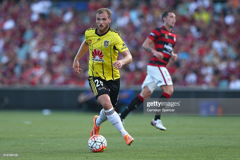 Hamish Watson of the Phoenix dribbles the ball during the round 19 A-League match between the Western Sydney Wanderers and the Wellington Phoenix at Pirtek Stadium on February 14, 2016 in Sydney, Australia.