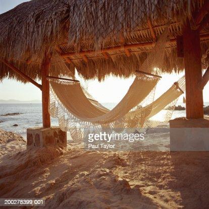 Hammocks in beach hut : Stockfoto