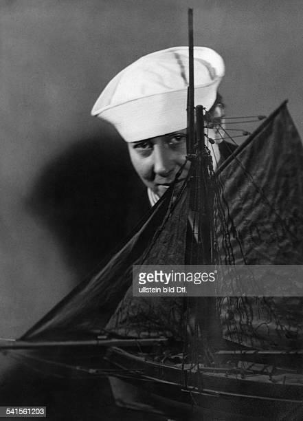 Hamnett Nina Painter Sculptor Writer Great Britain*14021890Portrait dressed as a sailor Published by 'Querschnitt' 9/1926Vintage property of ullstein...