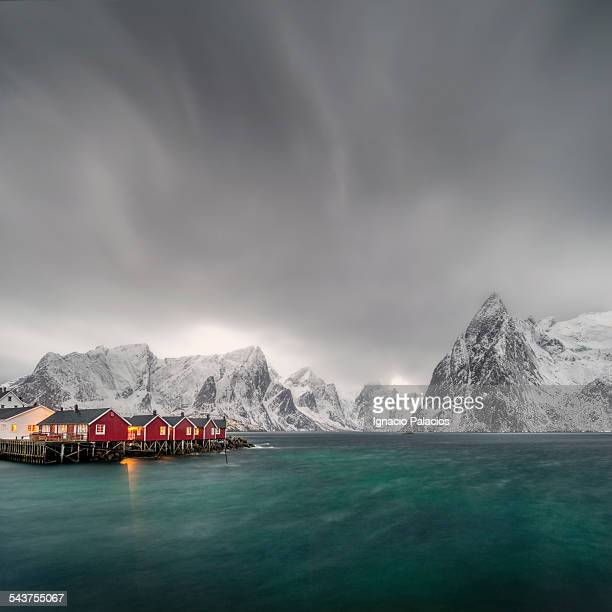 Hamnoy red cabins and peaks