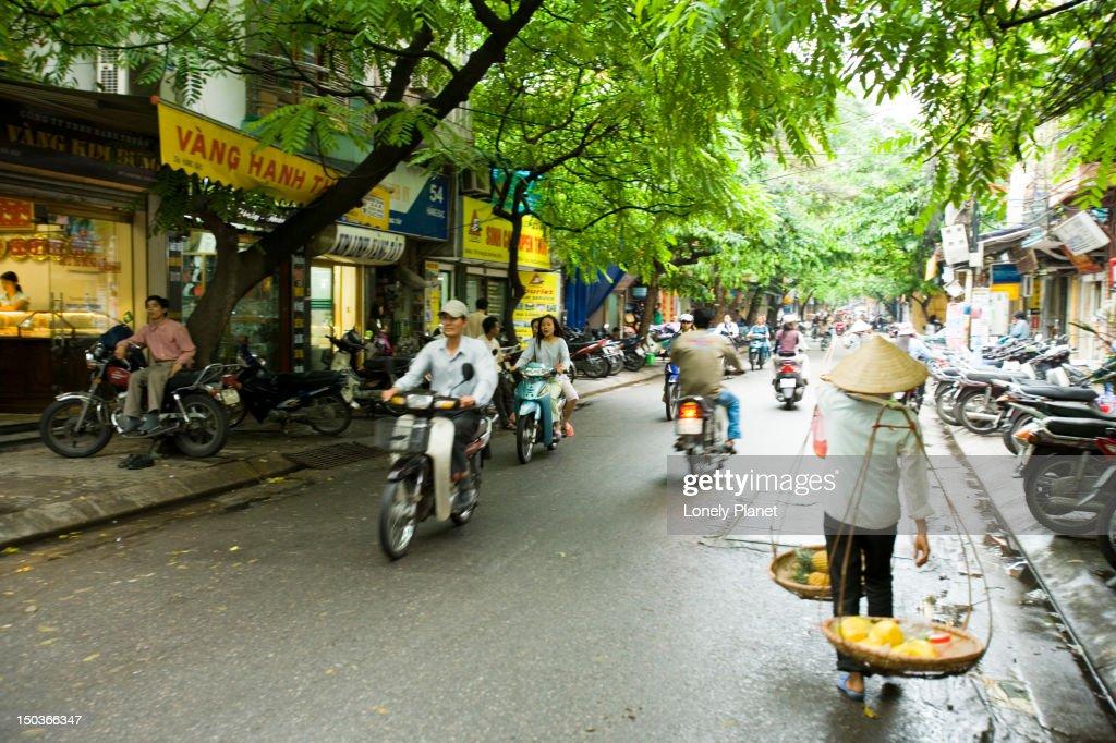 Han Bac street scene, Old Quarter.