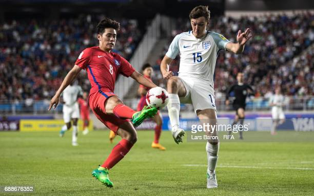 Han Chanhee of Korea Republic challenges Dael Fry of England during the FIFA U20 World Cup Korea Republic 2017 group A match between England and...