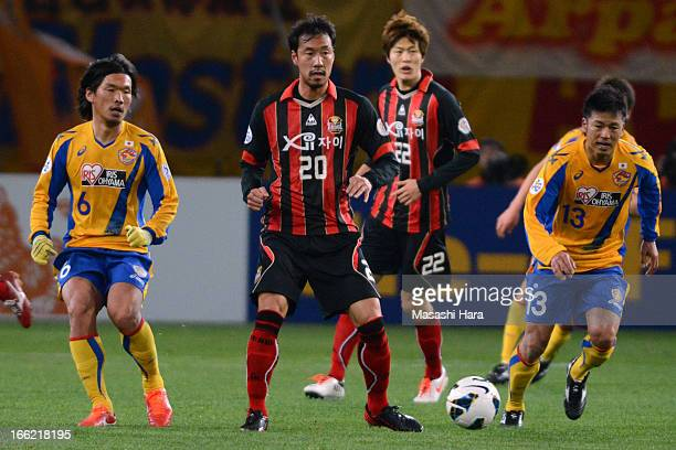 Han Tae You of FC Seoul and Atsushi Yanagisawa of Vegalta Sendai compete for the ball during the AFC Champions League Group E match between Vegalta...