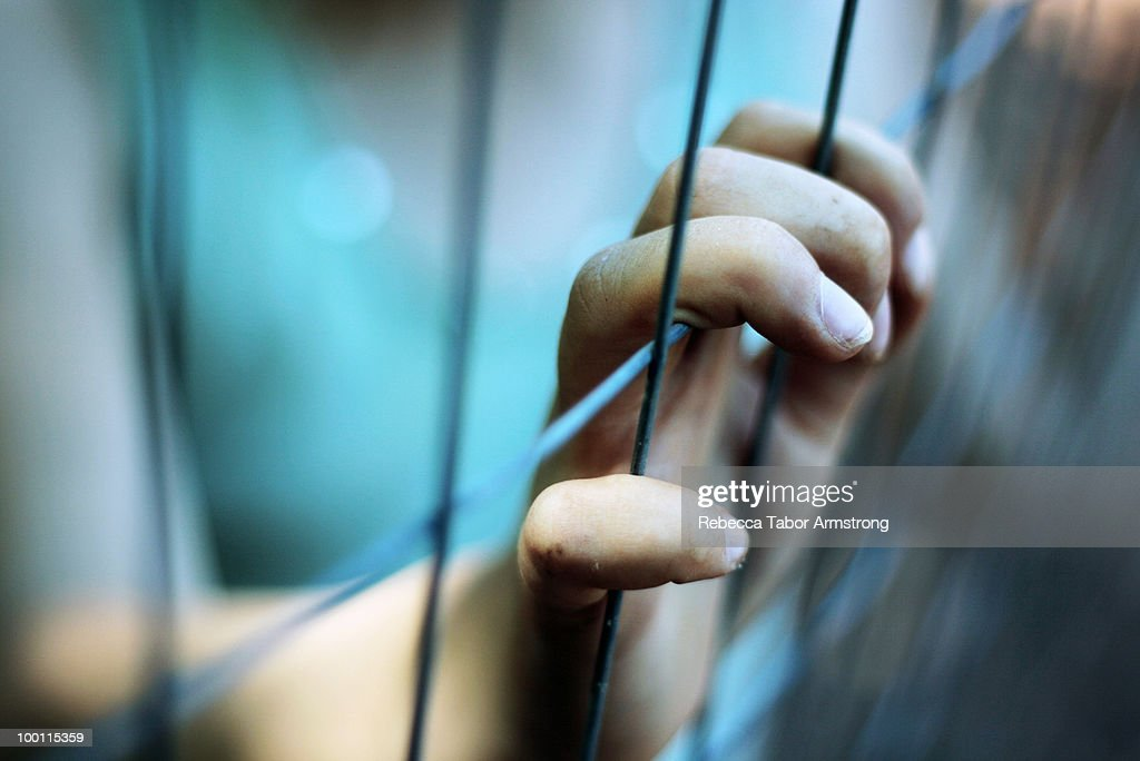 Hand at a fence. : Foto de stock