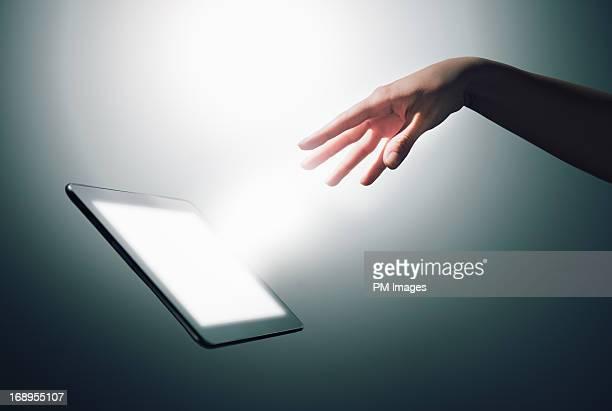 Hand commanding digital tablet