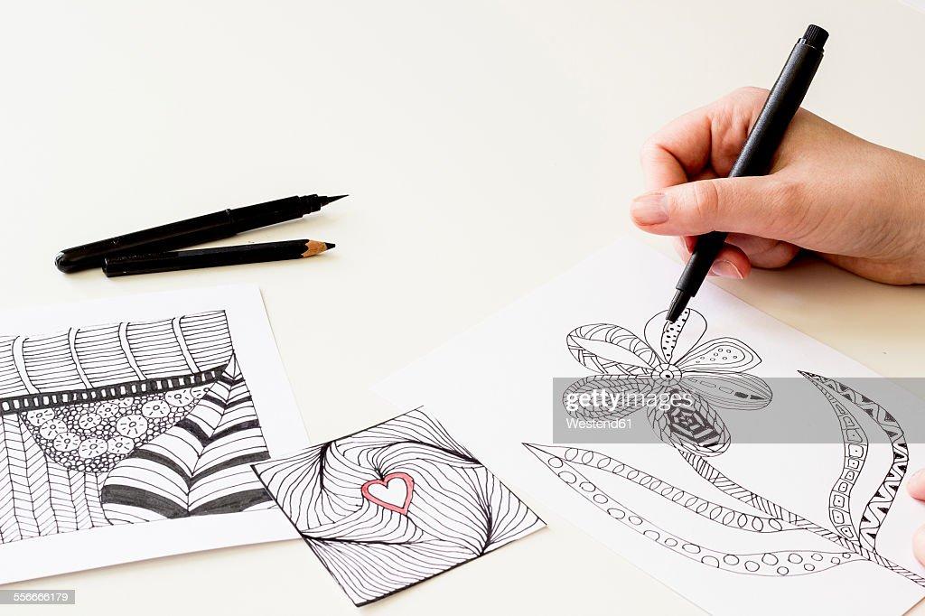 Hand drawing Zentangle motifs