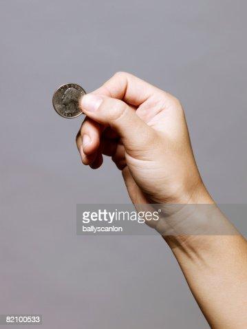 hand holding a quarter (25 cents) : ストックフォト