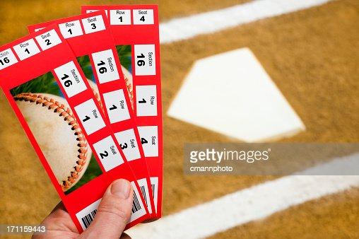 ハンド保持の野球観戦チケットはホームプレート