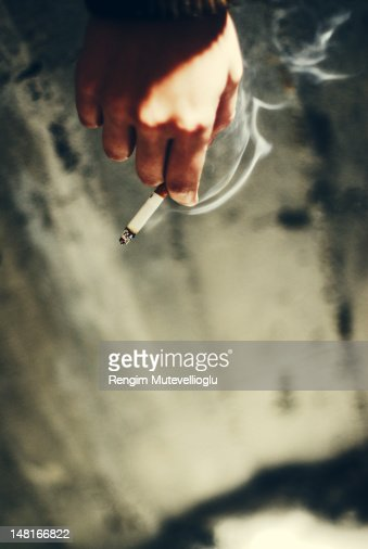Hand holding cigarette : ストックフォト