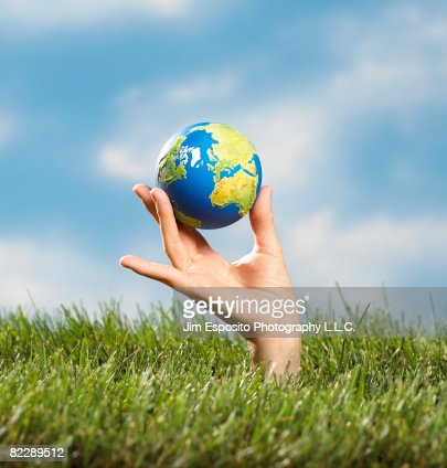 Hand holding globe : Stockfoto