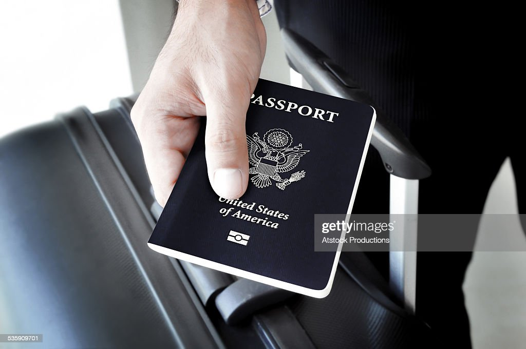 Hand holding US-passport : Stock-Foto