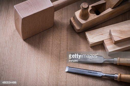 Hand Schläger planer chisels Nieten aus Metall und Holz auf Holz : Stock-Foto
