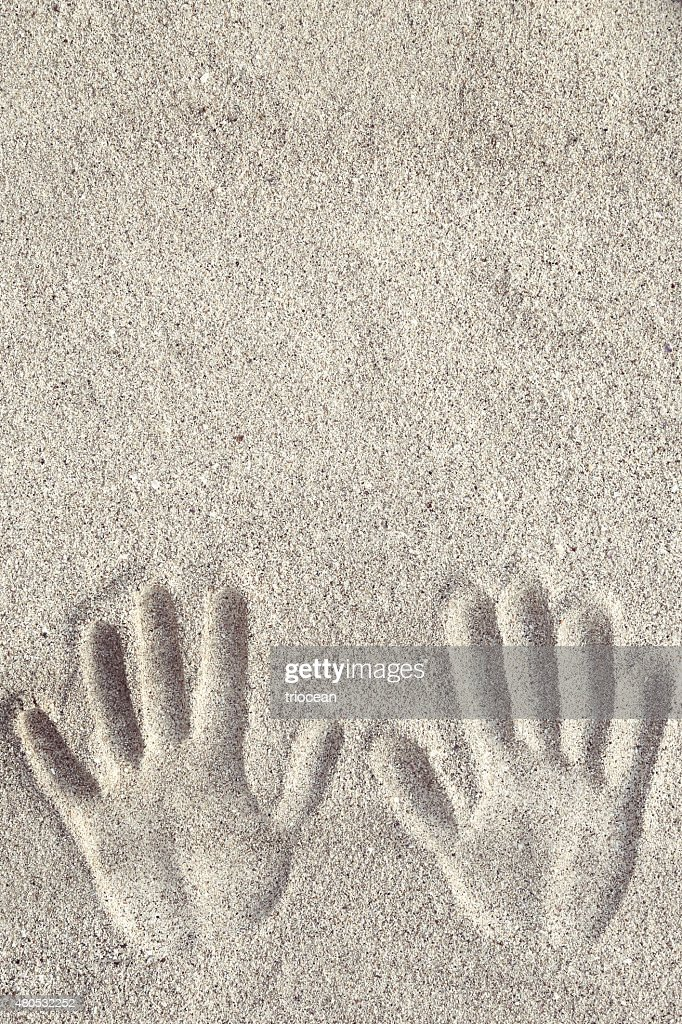 Hand prints on the sand : Stockfoto