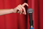 Hand tapping microphone