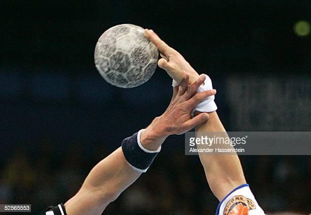 Handball 1 Bundesliga 04/05 Hamburg HSV Handball TuS N Luebbecke Feature 020105