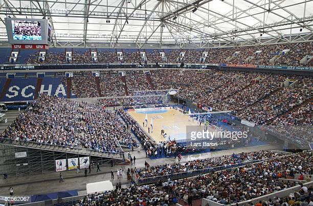Handball 1 Bundesliga 04/05 Lemgo TBV Lemgo THW Kiel Neuer Zuschauerweltrekord beim Handball ueber 30000 Fans in der Arena Auf Schalke 120904