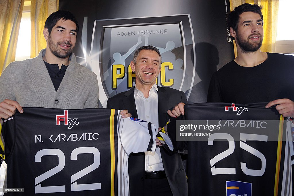 Handball club of Aix-en-Provence (PAUC) President Christian Salonnez (C) poses between France's handball player Nikola Karabatic (L) and his brother Luka as they show their new jersey after they signed a contract with the handball club of Aix-en-Provence (PAUC) on February 2, 2013 in Aix-en-Provence, southern France.