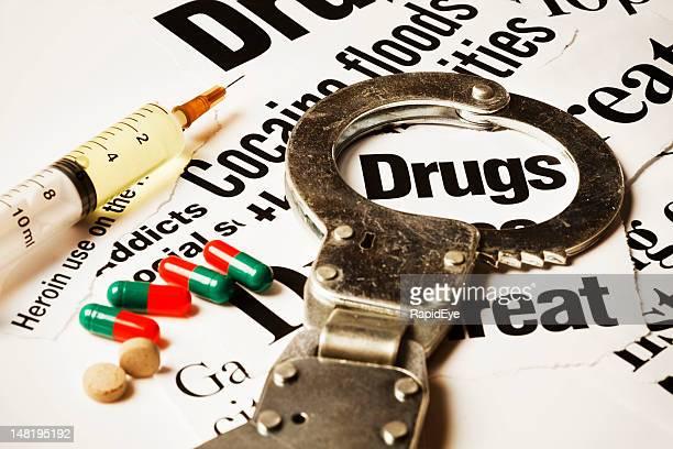 Handcuff 、注射器、カプセル&薬に医薬品ヘッドラインズ