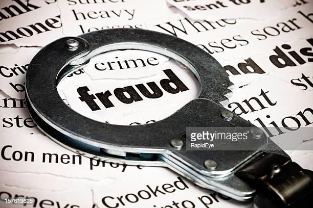 Handschelle über Zeitung mit dem Wort Betrug