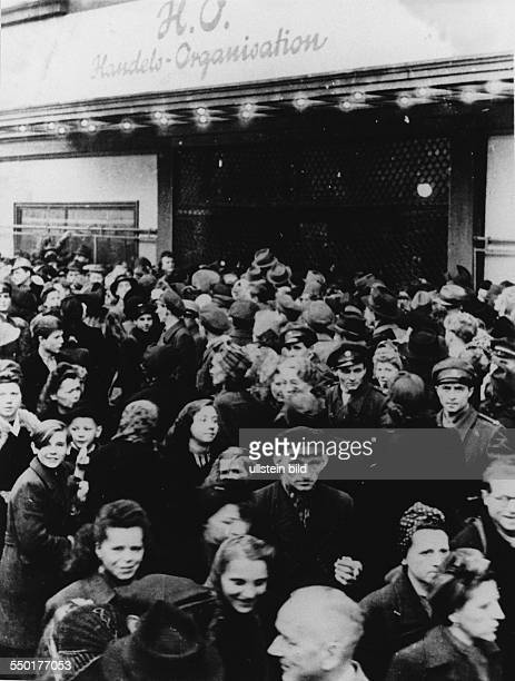 Handelsorganisation setting up national retail business in the Soviet Zone of occupation in Germany crowd in front of the HO grocery at...
