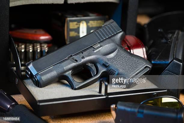 Pistolet et coffre-fort