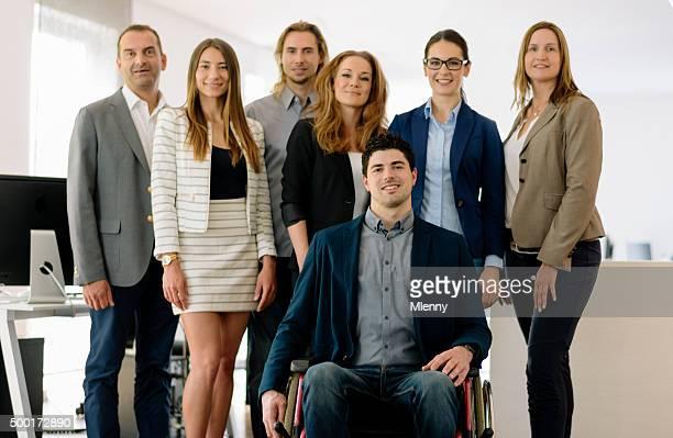 Entrepreneur d'affaires à mobilité réduite et le démarrage de l'équipe
