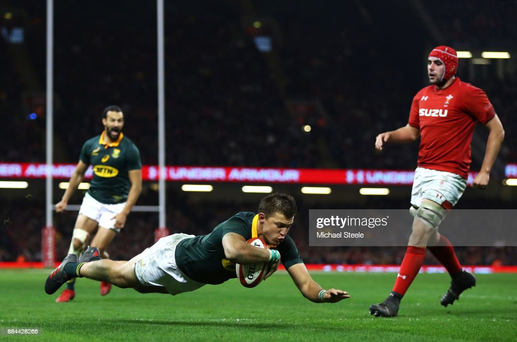 Handre Pollard of South Africa touches down for the second try during the international match match between Wales and South Africa at Principality Stadium on December 2, 2017 in Cardiff, Wales.