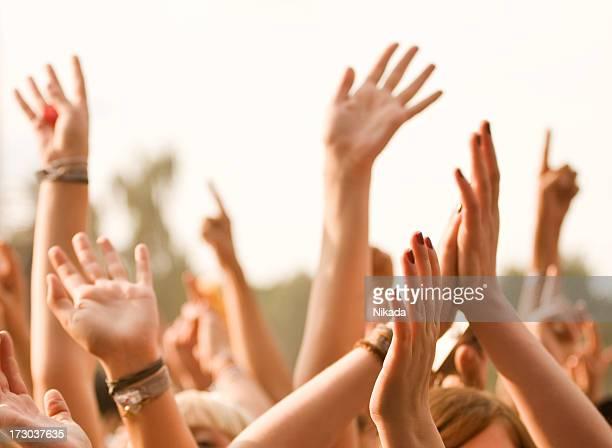 Hände in einem rock-Konzert