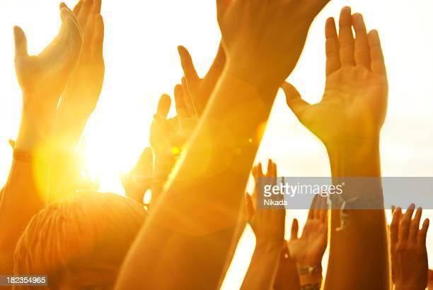 Mani in un concerto rock
