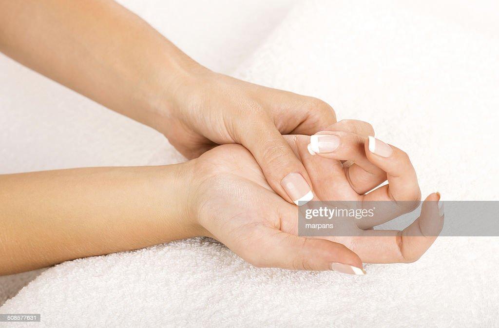 Hände auf Handtuch-Maniküre : Stock-Foto