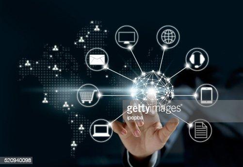 Hände in Berührungen Kreis globale Netzwerk Verbindung, Omni-Kanal oder : Stock-Foto