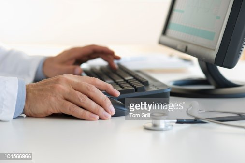 Hands using computer : Bildbanksbilder