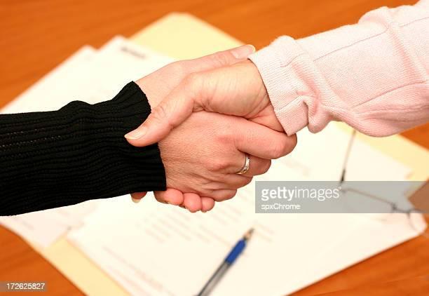 握手に署名した契約