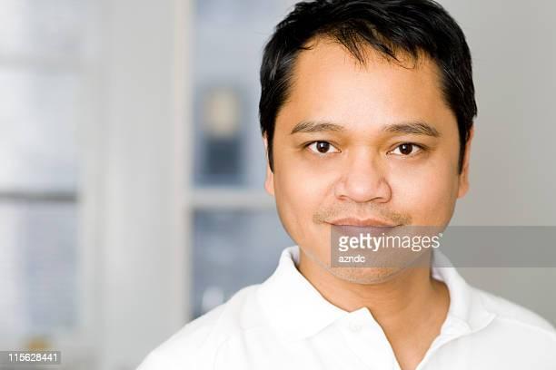 Bonito macho asiático
