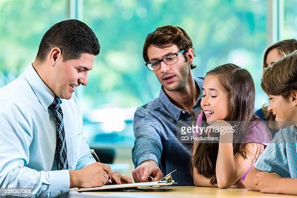 Bel Client et Conseiller en famille