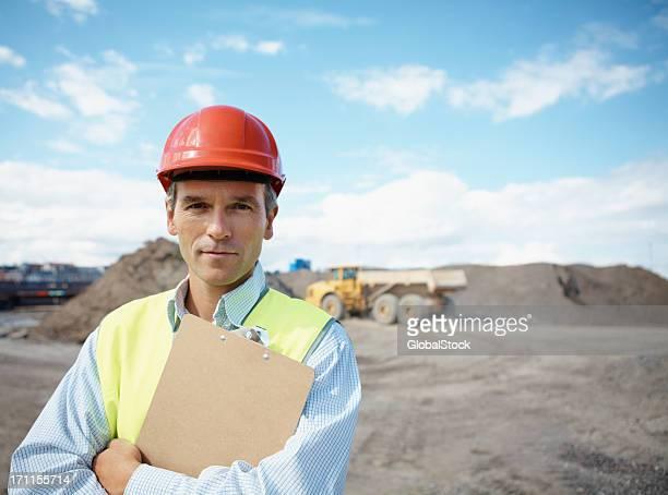 Schöner Vorarbeiter auf der Baustelle