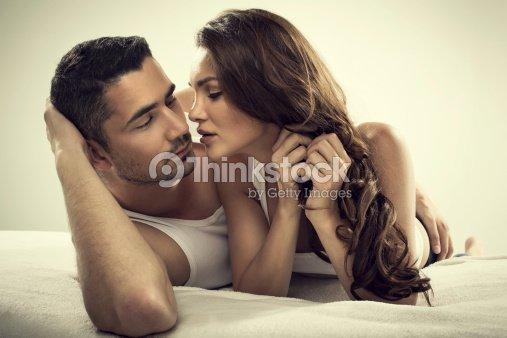 Gut Aussehender Mann Und Sexy Frau Im Bett Stock Foto Thinkstock