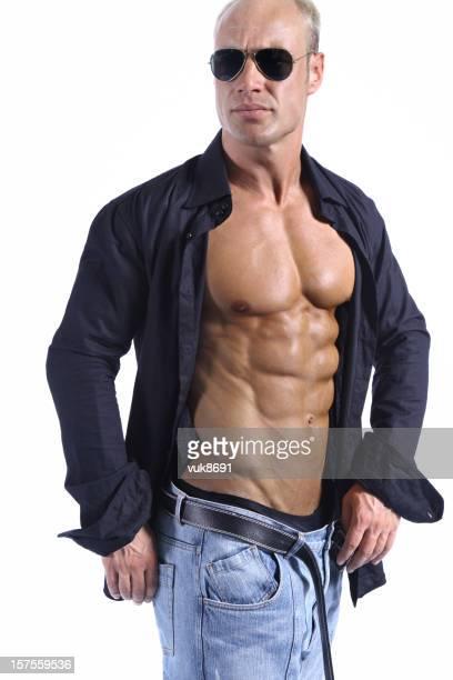 Gut aussehender Mann in blue jeans