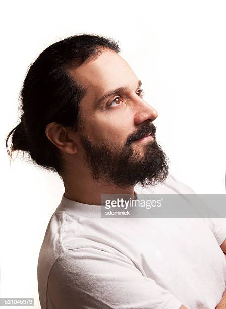 Gut aussehender Mann mit Bart und Mann Brötchen
