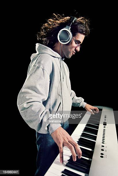 Bel Musicien jouant du Piano